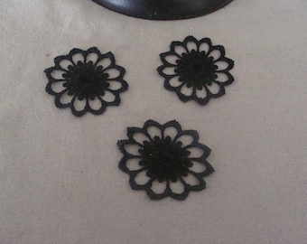 set of 3 flower appliques Black mesh lining oval 5 * 4 cm