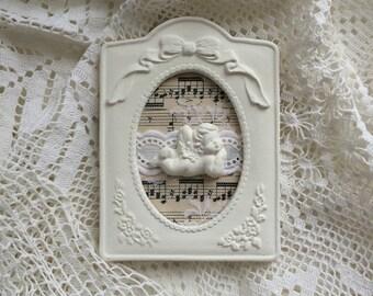 Petit cadre tableau retro romantique: ange, dentelle et partition