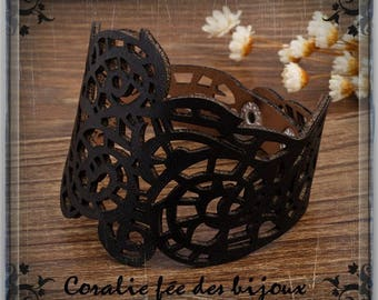 faux leather style Cuff Bracelet baroque