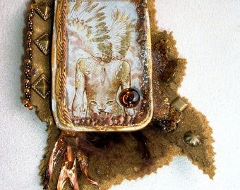 The artist and anger suede Crystal from Talala metal pendant