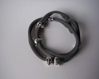 Bracelet Necklace medium grey skulls