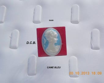 WHITE CAMEO ADJUSTABLE RING BLUE AND RED