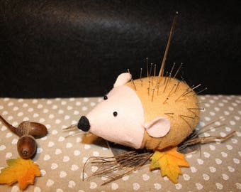Quilted needle / worn felt Hedgehog pins