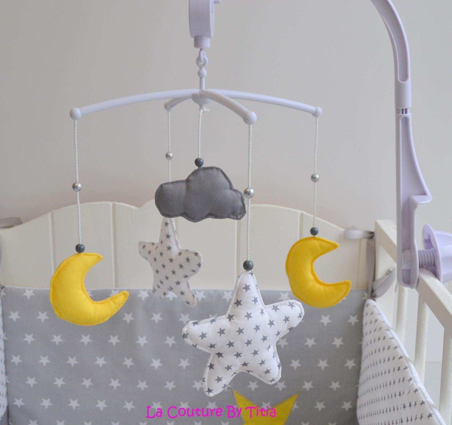 Mobile musical b b fait main toiles lune et nuage gris et - Mobile bebe fait main ...
