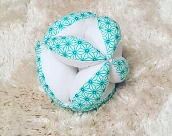 Ball of gripping montessori for the baby awakening