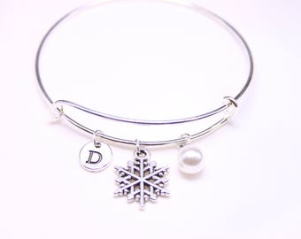 Personalised snowflake bracelet, Gift for friend, Gift for mom, Gift for friend, gift for sister, pearl bracelet gift, personalized jewelry