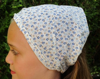 kerchief / scarf in off-white cotton voile printed blue flowers