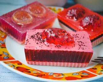 Poppy soap set. Soap with poppy seeds. Poppy cake soap. Exfoliant Soap. Poppy Seed Bar. Glycerin soap. Fake food.