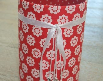 Pencil holder (No. 143) red with white flowers