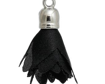 x 1 black and silver metal 30 mm tassel.