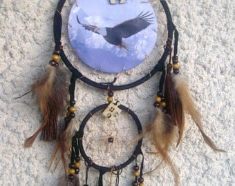 Country dream * Eagle, wood, cotton and feathers