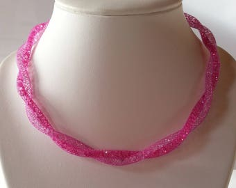 Necklace wire mesh tubular fuchsia