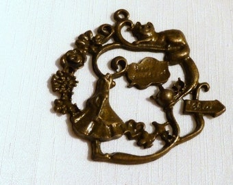 a pendant bronze alice Wonderland country