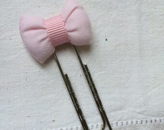 Bookmark with pink bow
