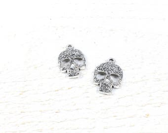 5 skull charms / skull decorated in silver colored metal approximately 23 x 15mm