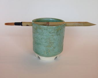 Water vessel with paintbrush set