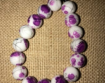 Purple and white big glass beaded bracelet