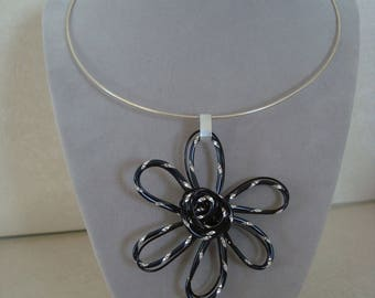 Silver Aluminum wire black flower pendant necklace