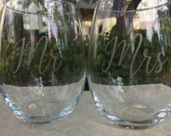 Mr & Mrs Wedding glasses  Etched wine glasses or pilsner glass