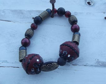 Handmade Stretch Beaded Bracelet Red and Gold 1