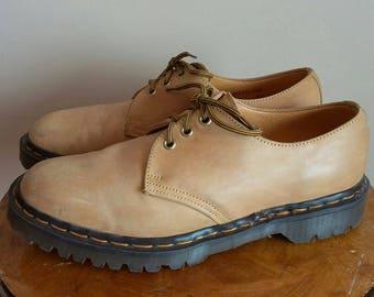 Vintage Dr. Martens Oxfords (Doc Martens).  Made in England. Air Wair. Tan Leather. Men's Size 7.5. 90s Grunge. Alternative. Docs.