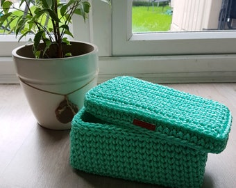 Square basket with lid