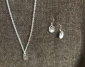 WHOOOOOO goes there? This darling silver  Owl necklace and earring set