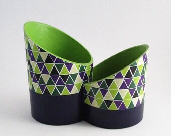 Pot à crayons design deux compartiments en carton recyclé motif géométriques vert/beige/violet - Exemplaire unique