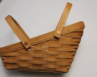 Longaberger 1995 Medium Vegetable Basket Signed Dated and Numbered, with plastic liner