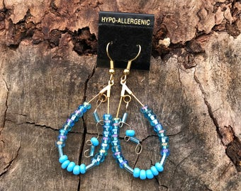 Dangle earrings in gold and blue