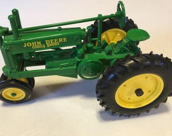ERTL John Deere Prestige Collection  Model A Unstyled Tractor Die-cast 1/16 Scale  15869-1HC