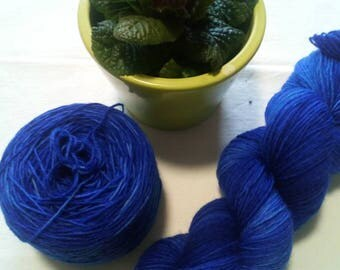 100g hand dyed socks wool in blue