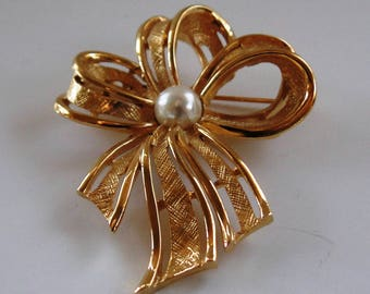 "Vintage Napier 2.25"" Gold Tone Bow Knot Faux Pearl Pin Brooch"