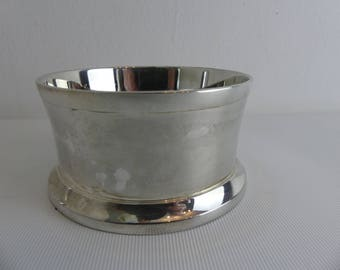 Lovely vintage silver plated bottle coaster (EI-2 5)