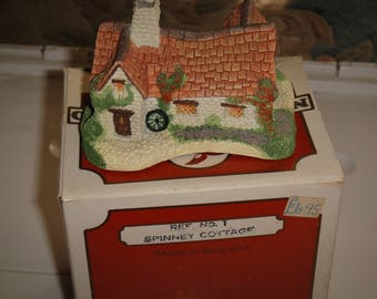 NatureCraft '85 England Mini House Figurines – No. 1 Spinney Cottage
