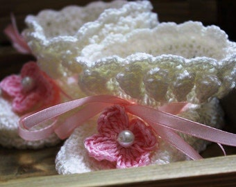 Baby pearl crochet shoes/Hand Crocheted Baby Shoes/Christening baby shoes