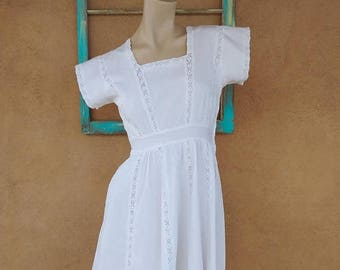 ON SALE Vintage 1940s Dress 40s White Cotton Day Dress Sz S B34 W24