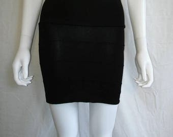 Closing shop SALE 40% off 90s Minimalist Ribbed Stretchy Black Skirt