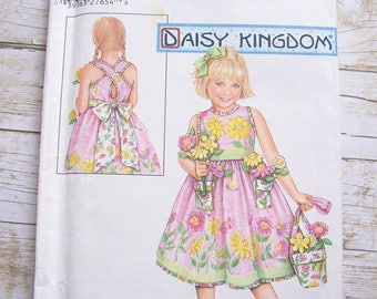 Simplicity 5132 Daisy Kingdom sundress and purse sewing pattern