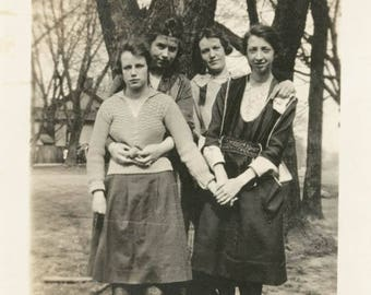 vintage photo 1920 Affectionate Group Women All Hold Each Other Lesbian int