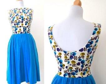 SUMMER SALE / 20% off Vintage 60s Glass Menagerie Atlas Blue Floral Velvet Button Back (size xs)