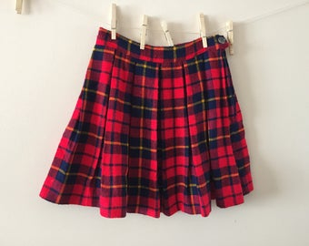 Girls red plaid skirt 100% acrylic girls sz 12