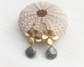 Flower gray silverite earrings,gold flower silverite earrings,floral earrings,gift for her, gift under 50,gray and gold earrings,bridal