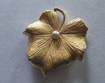 """Large gold Lily Pad brooch pin with faux pearl accent measures 2 1/2"""" x 2"""""""