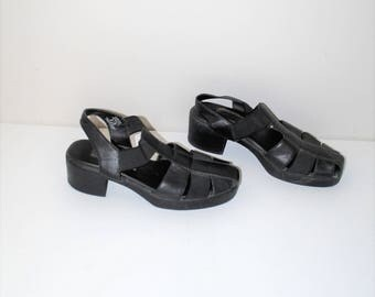 90s chunky platforms vintage black leather closed toe t strap block heel sandals size 8.5