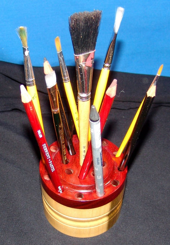 21 Brush/Pencil Holder – Brush Gizzy - Poplar and Red Heart 18-17