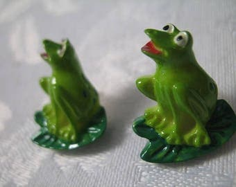 Set of 2 Green Frog Buttons Sewing Notions Trims