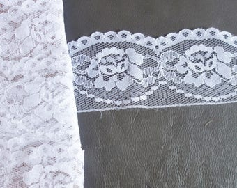 3 yds vintage 2 inch wide lflower lace