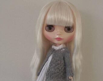 BLYTHE CARDIGAN/TOP, Light Grey..Blythe outfit, Blythe clothes, Blythe knitted top/blythe crochet