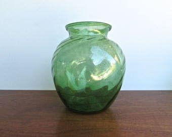 Oaxacan Free-Hand Spun Blown-Glass Globe Vase in Summer-Green. MCM Mexican Glassware